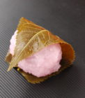 道明寺桜餅(京都風桜餅)|国産原料のみ使用の「こだわり」仕込み|雛飾りにぴったり!