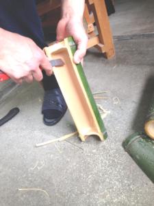 竹水、器の加工/ふちの面取りもして角を落とします