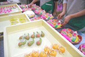 ひな祭り|雛菓子、いちじく/イチジクのピンクが透けているところがとても綺麗です。 写真ではわかりませんがイチジクのピンクところには種を表す為にけしの実をつけています。
