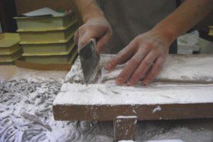 切さんしょ 当店の切さんしょ製造のポイント 手切りで細く切って粉を篩います